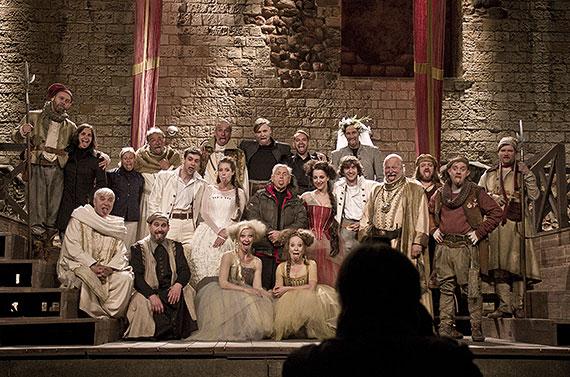 A je tu konec. Opět to uteklo neuvěřitelně rychle. Dne 6. září jsme komedií Mnoho povyku pro nic ukončili na Pražském hradě letošní ...