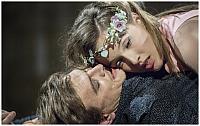 Tereza Voříšková jako Julie a Jan Sklenář jako Romeo, zdroj: © AGENTURA SCHOK, foto: Patrik Borecký