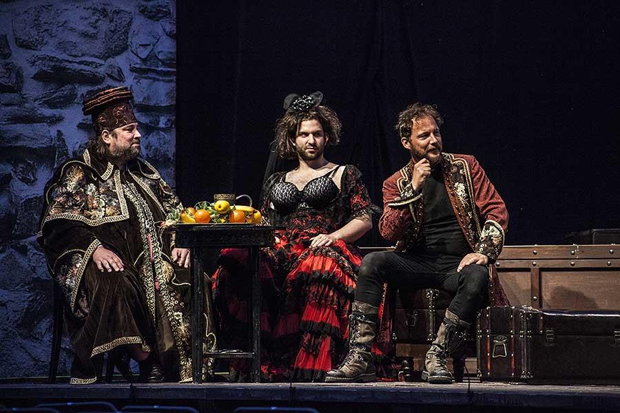 Zkrocení zlé ženy, zdroj: © PaS de Theatre, foto: Petr Kiška