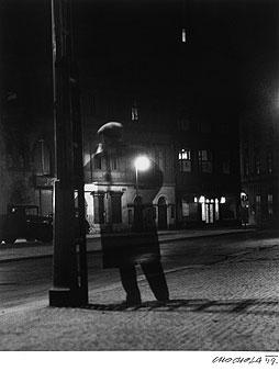 Night Walker / Noční chodec  1949, foto: Václav Chochola, Maximální fotografie 2008