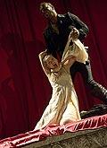 Zuzana Vejvodová (Desdemona), Martin Zahálka (Othello), foto: Viktor Kronbauer, zdroj: © AGENTURA SCHOK