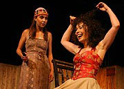 Komedie omylů, PaS de Théâtre, Tereza Dočkalová (Luciana), Pavlína Kafková (Adriana), foto: Radovan Šťastný, zdroj: © PaS de Théâtre