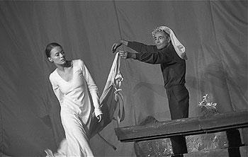Linda Rybová a Jan Tříska - Král Lear, 2002,  © Viktor Kronbauer