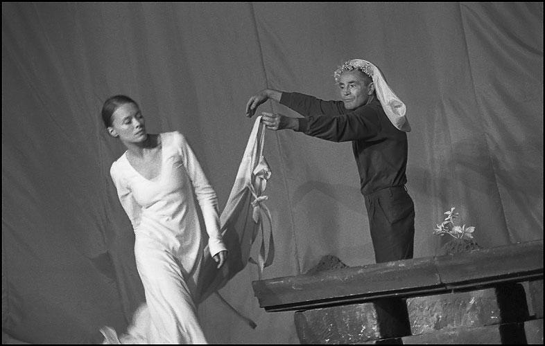 Linda Rybová  a Jan Tříska - Král Lear, 2002, foto: © Viktor Kronbauer