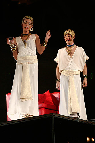 Zuzana Kanócz (Charmian) a Csongor Kassai (Alexas), Antonius a Kleopatra, zdroj: © Agentúra JAY