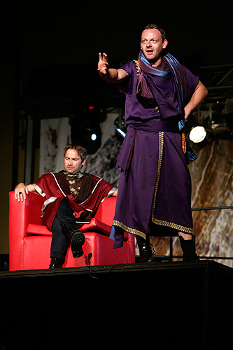 Jan Révai (Agrippa) a Ľuboš Kostelný (Caesar),  Antonius a Kleopatra, zdroj: © Agentúra JAY