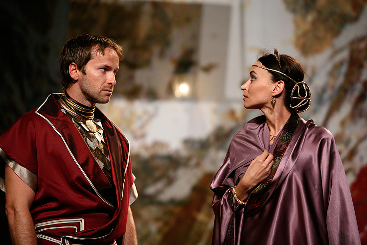 Jan Révai (Agrippa) a Zuzana Moravcová (Octavia), Antonius a Kleopatra, zdroj: © Agentúra JAY