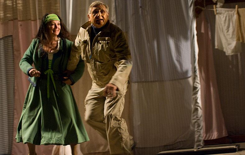 Veselé paničky windsorské, Eva Režnarová (paní Brouzdalová), Jiří Menzel (režie), foto: Viktor Kronbauer, zdroj: © AGENTURA SCHOK