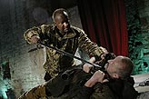 Othello, Martin Zahálka (Othello), Oldřich Navrátil (Jago), foto: Viktor Kronbauer, tel.: 603 473 507, zdroj: © AGENTURA SCHOK