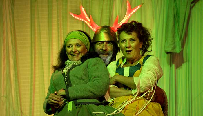 Veselé paničky windsorské, Eva Režnarová (paní Brouzdalová), Bolek Polívka (Falstaff), Simona Stašová (paní Pažoutová), zdroj: © ...