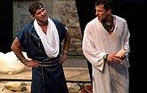 Petr Halberstadt (Enobarbus), Ján Koleník (Antonius), foto: Viktor Kronbauer, zdroj: © AGENTURA SCHOK