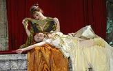 Othello, Barbora Munzarová (Emílie), Zuzana Vejvodová (Desdemona), foto: Viktor Kronbauer, tel.: 603 473 507, zdroj: © AGENTURA SCHOK
