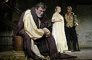 Othello, Ladislav Frej (Brabancio), v pozadí Lucie Vondráčková (Desdemona) s Michalem Dlouhým (Othello), foto: Viktor Kronbauer, tel.: 603 473 507, zdroj: © AGENTURA SCHOK