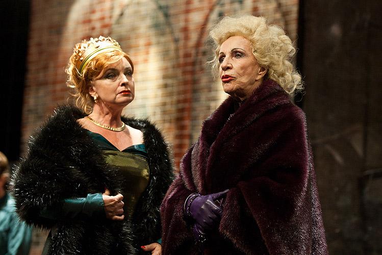 Eva Pavlíková (Elisabeth), Mária Kráľovičová (Vévodkyně z Yorku), foto: Peter Frolo, zdroj: (c) Agentúra JAY Production s.r.o.
