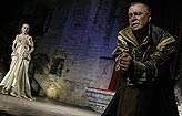 Othello, Lucie Vondráčková (Desdemona), Martin Zahálka (Othello), foto: Viktor Kronbauer, tel.: 603 473 507, zdroj: © AGENTURA SCHOK