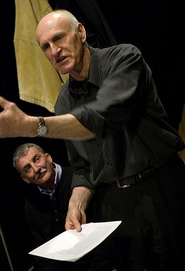 Martin Huba (režie), Martin Hilský (překlad) na zkoušce hry Richard III., foto: Viktor Kronbauer, zdroj: © AGENTURA SCHOK