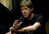 Jiří Langmajer na zkoušce hry Richard III., zdroj: © AGENTURA SCHOK, foto: Viktor Kronbauer