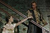 Othello, Zuzana Vejvodová (Desdemona), Michal Dlouhý (Othello), foto: Viktor Kronbauer, tel.: 603 473 507, zdroj: © AGENTURA SCHOK