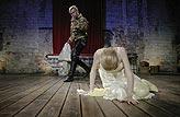 Othello, Lucie Vondráčková (Desdemona), Michal Dlouhý (Othello), foto: Viktor Kronbauer, tel.: 603 473 507, zdroj: © AGENTURA SCHOK