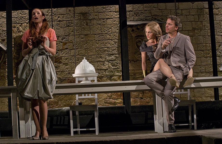 Hana Vagnerová (Hermie), Eva Vrbková (Hippolyta) a David Prachař (Theseus), Sen noci svatojánské 2013