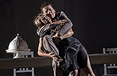 Vanda Hybnerová (Hippolyta) a David Prachař (Theseus), Sen noci svatojánské 2013, zdroj: © AGENTURA SCHOK, foto: Viktor Kronbauer
