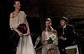 Zuzana Stavná (Helena), Soňa Páleníková (Novomanželka) a Pavel Neškudla (Novomanžel), Sen noci svatojánské 2013, zdroj: © AGENTURA ...