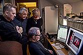 Petr Čtvrtníček, Jiří Menzel, výtvarnice Sylva Zimula Hanáková a u monitorů fotograf Pavel Mára, příprava plakátu LSS 2014, foto: ...